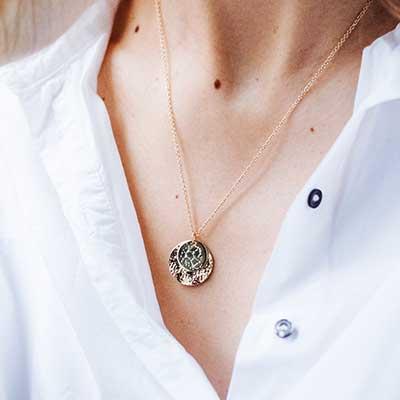 パリジェンヌスタイルを叶える<br> シックなファッションアイテム